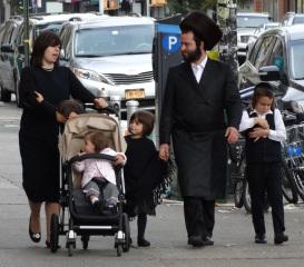Hasidic_Family_in_Street_-_Borough_Park_-_Hasidic_District_-_Brooklyn.jpg